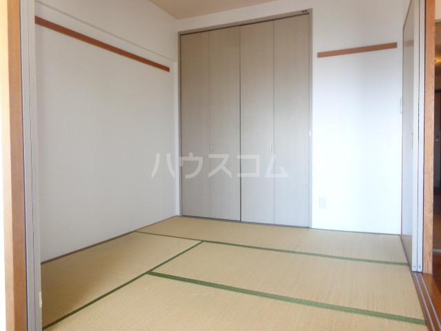 シャトレM 602号室の居室