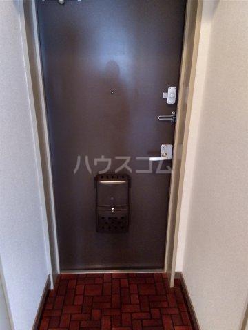 シャトレー笹塚 215号室の玄関