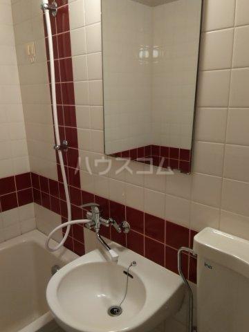 シャトレー笹塚 215号室の洗面所