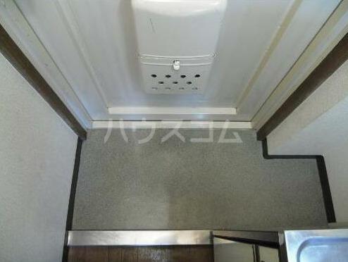 メゾン・ド・タンブール 208号室の玄関