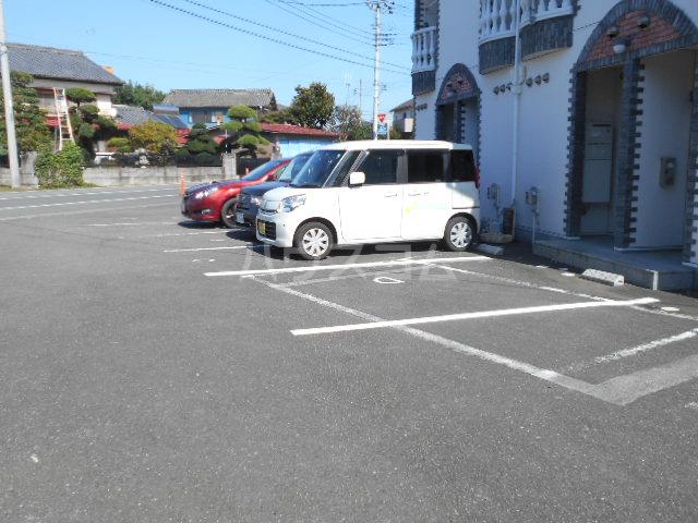 グレースメゾンⅠの駐車場
