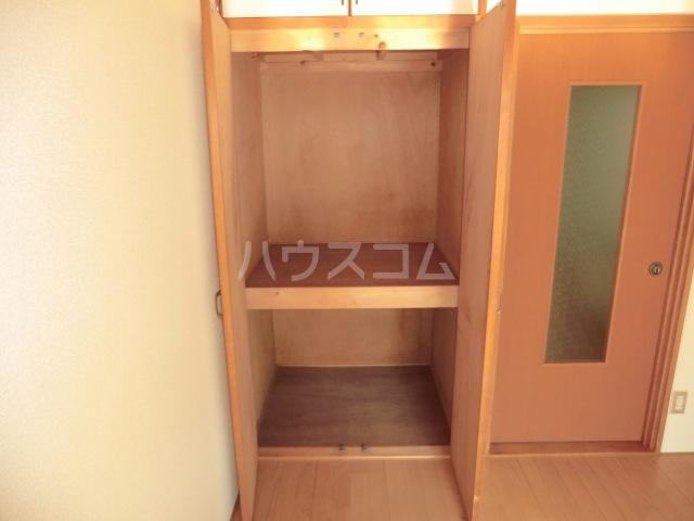 ヴィラ上中居 201号室の収納