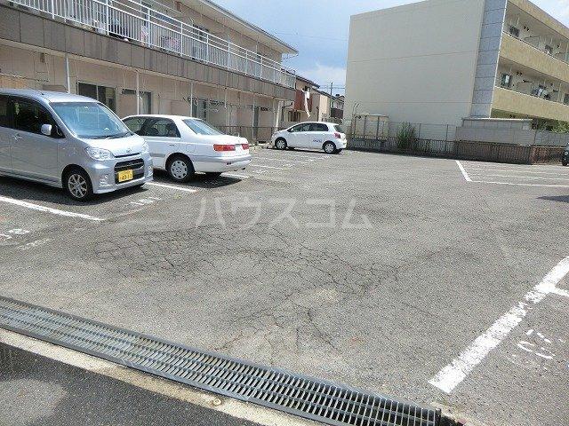 コーポ東海 107号室の駐車場