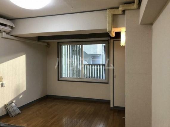パールハイツ笹塚 408号室のリビング