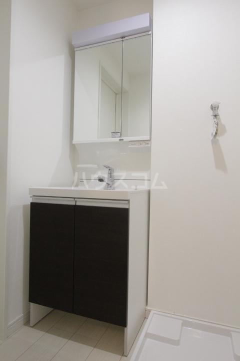 ル ロジュマン 302号室の洗面所