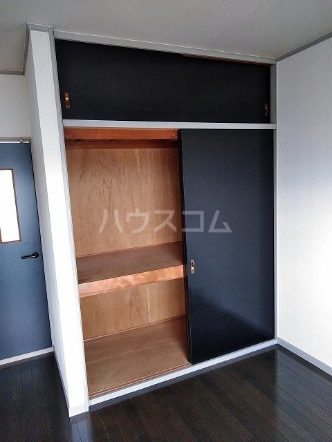 シャトーグローリー 202号室の居室