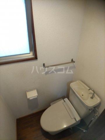一本木マンション 303号室のトイレ