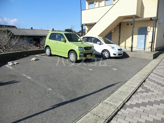 カトウハイツ 103号室の駐車場