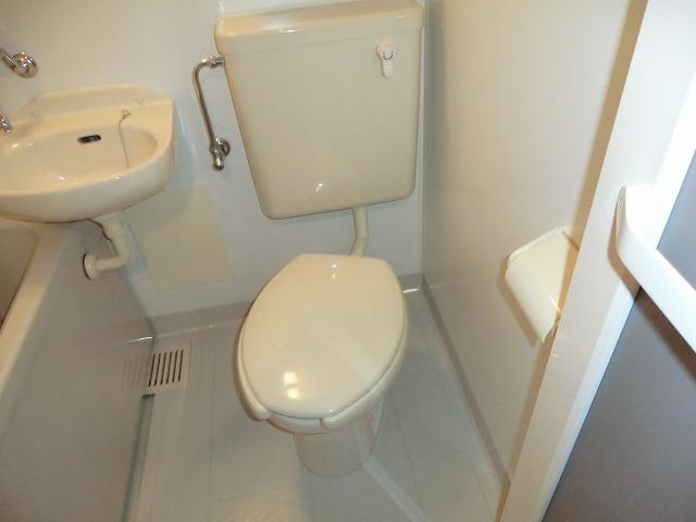 キャロットK 2F号室のトイレ