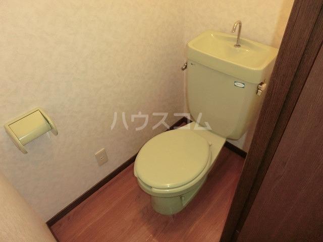 コーポアップル 110号室のトイレ