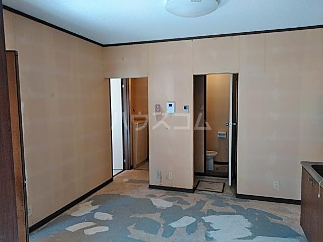 メゾンヤマジュ 106号室のリビング