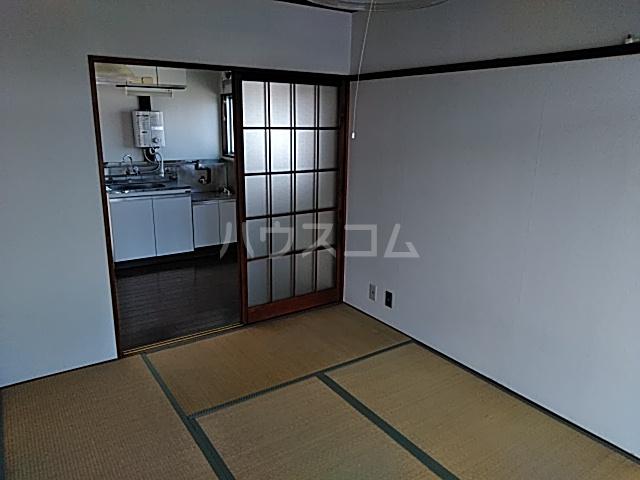 佐藤アパート 201号室のリビング