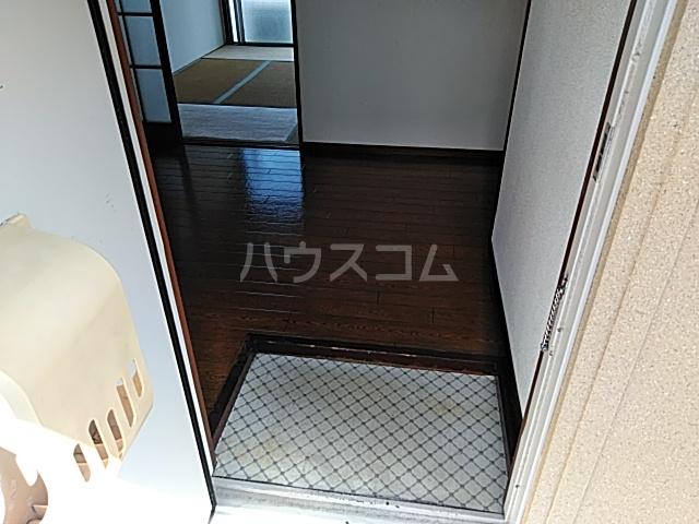 佐藤アパート 201号室の玄関