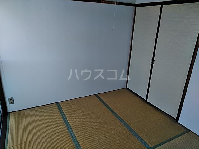 佐藤アパート 201号室のベッドルーム