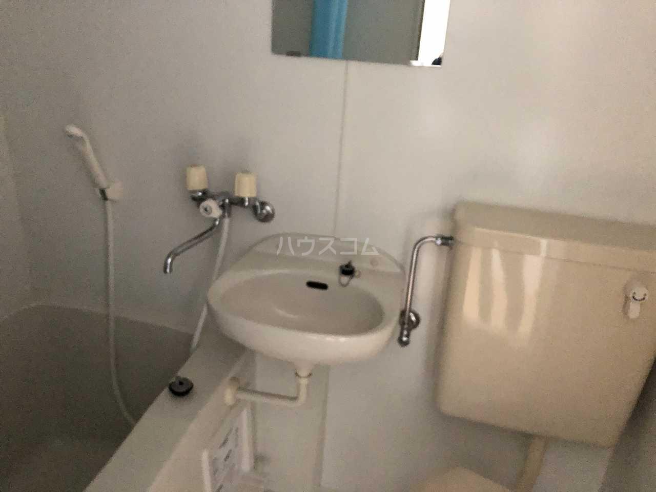 プレシャス汐入 202号室の洗面所