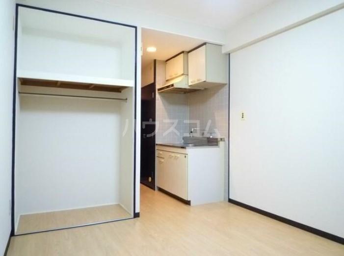サンヨーズマンション 201号室のリビング