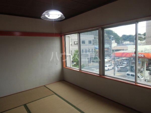 高田ビル 302号室のリビング