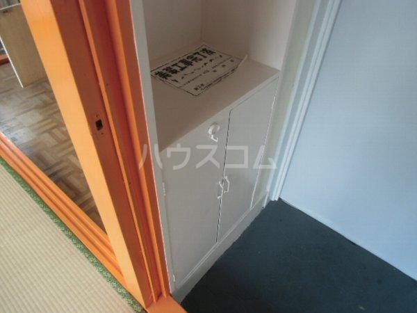 高田ビル 302号室の玄関