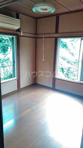 榎本アパート 201号室のリビング