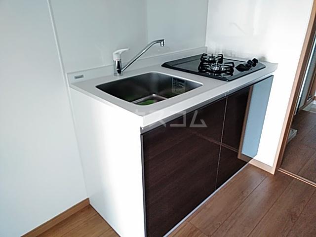 アンベリール マーロ北綾瀬Ⅰ 103号室のキッチン
