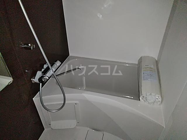 アンベリール マーロ北綾瀬Ⅰ 103号室の風呂
