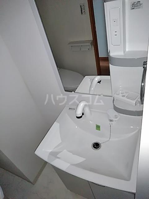 アンベリール マーロ北綾瀬Ⅰ 103号室の洗面所