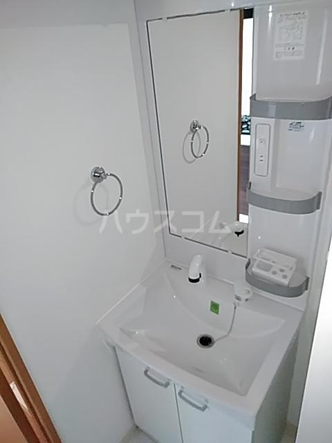 アンベリール マーロ北綾瀬Ⅰ 505号室の洗面所