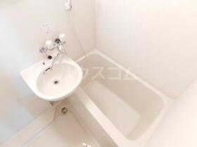 イースタンパレス浦賀 202号室の洗面所