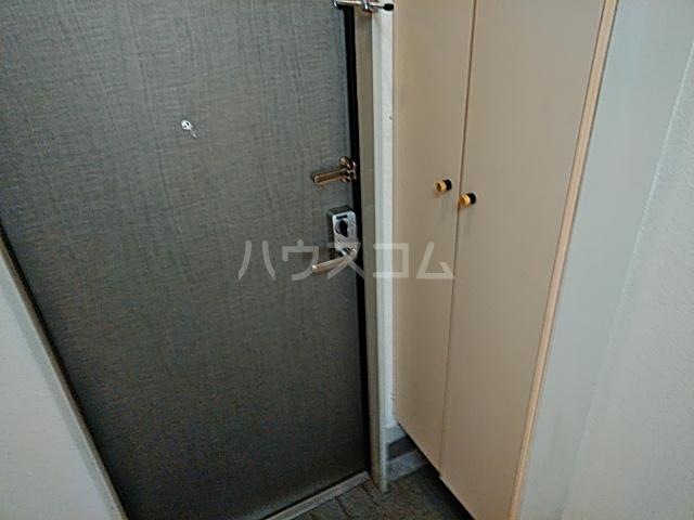 フジコーポ浦賀 102号室の玄関