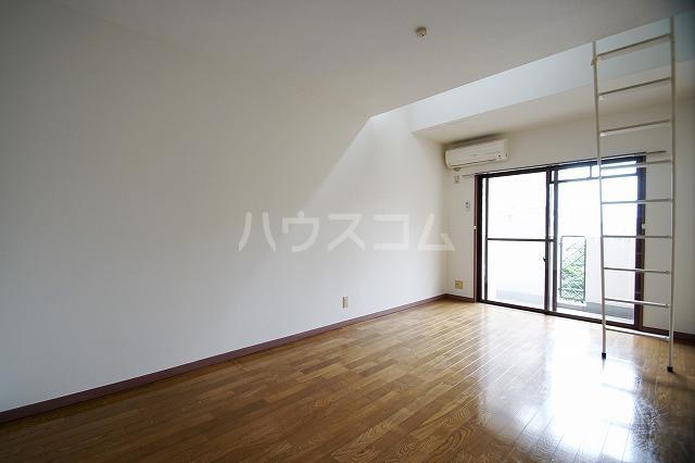 プラン・ド・ビ藤崎 303号室のリビング