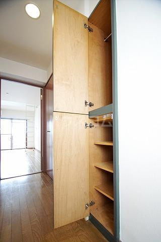 プラン・ド・ビ藤崎 303号室の収納