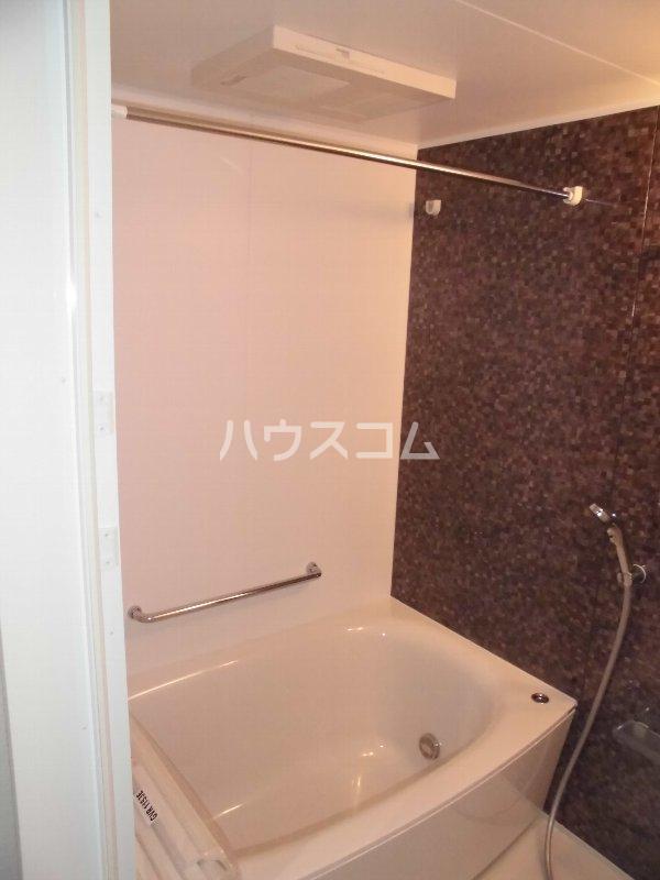 メゾン・デュ・パーク新都心 202号室の風呂