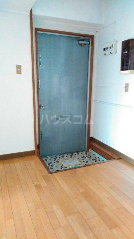 一鳩マンション 205号室の玄関