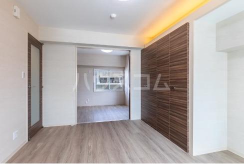 La mer 久茂地 704号室の居室