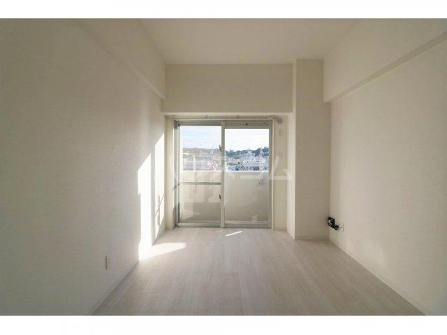 プルミエール牧港 601号室の玄関