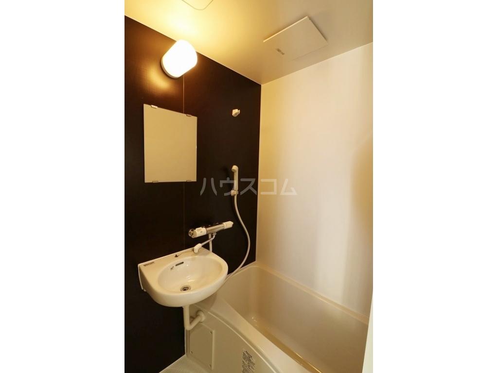 プルミエール牧港 601号室の風呂