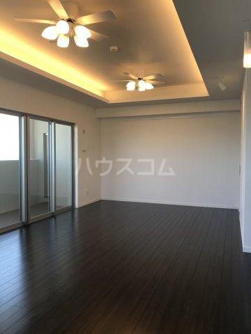 ミルコマンション沖縄市与儀グランパーク 1405号室のリビング