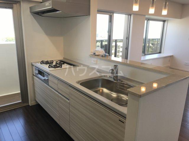 ミルコマンション沖縄市与儀グランパーク 1405号室のキッチン