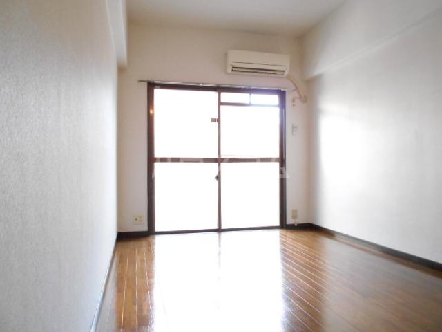 ロマネスク渡辺通第2 209号室のリビング