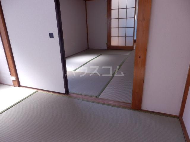 織戸ハイツ 205号室のベッドルーム