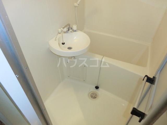 グローリ大島 206号室の洗面所