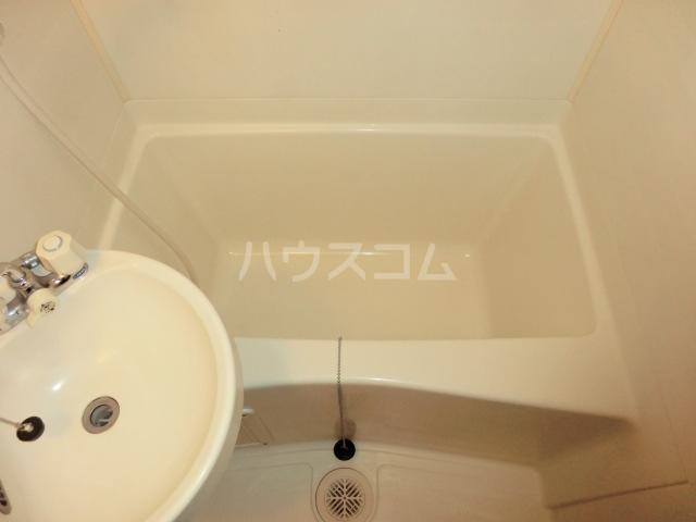 グローリ大島 206号室の風呂