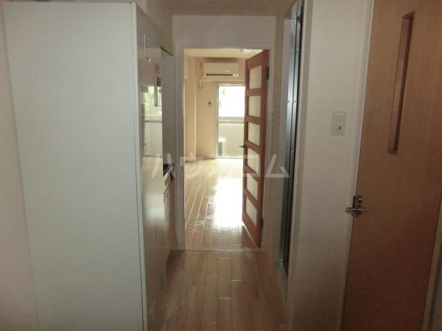 グローリ大島 206号室の玄関