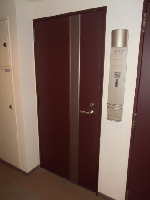 プライマル三軒茶屋 401号室のエントランス