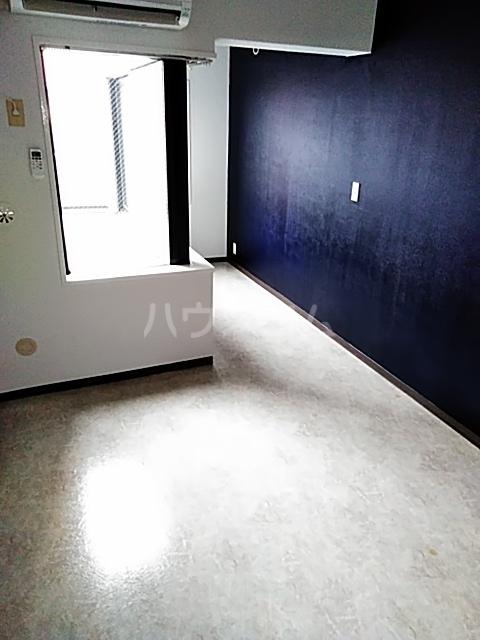 メルシー世田谷 203号室のリビング