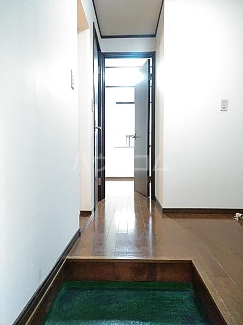 クレセントC 101号室の玄関