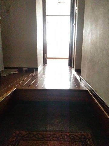 クレセントC 105号室の玄関