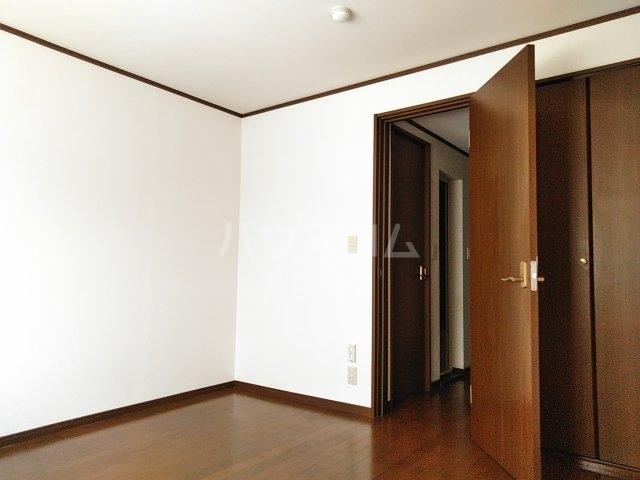 クレセントC 105号室の居室