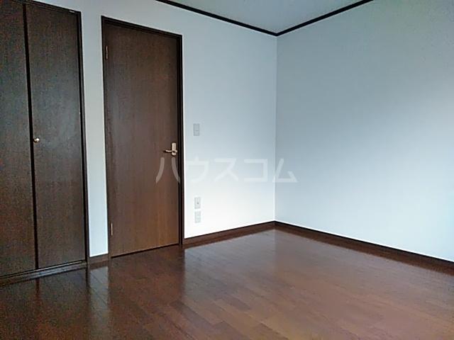 クレセントC 205号室の居室