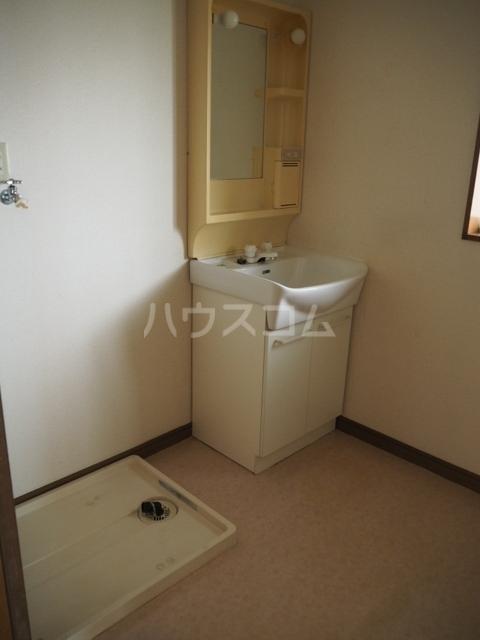 メゾンアキモト 102号室の洗面所